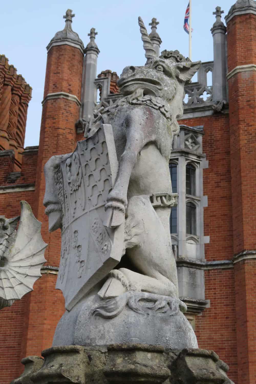 queen-beast-statue-unicorn-scotland-hampton-court-palace