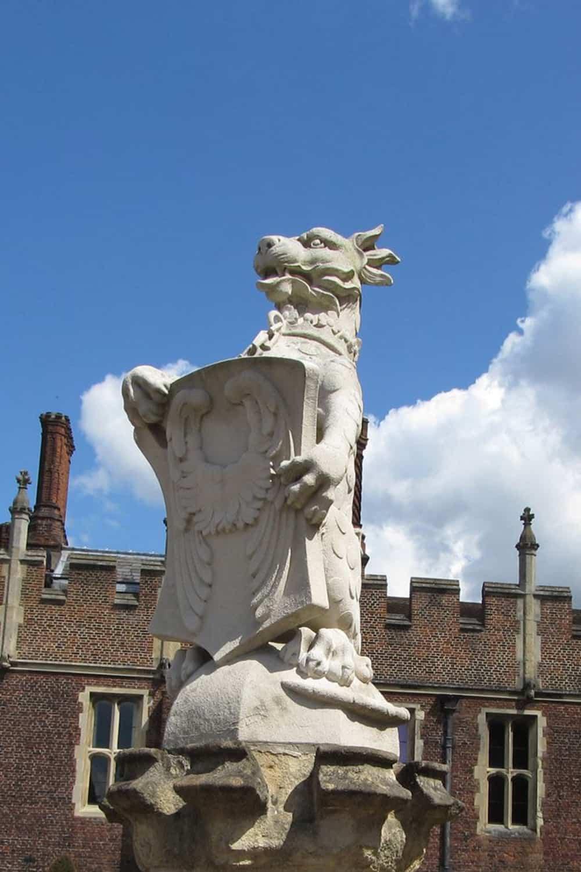 queen-beast-statue-white-lion-mortimer-hampton-court-palace